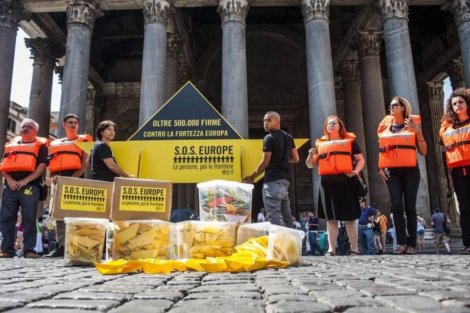 50.000  firme e 1700 barchette di carta per Renzi