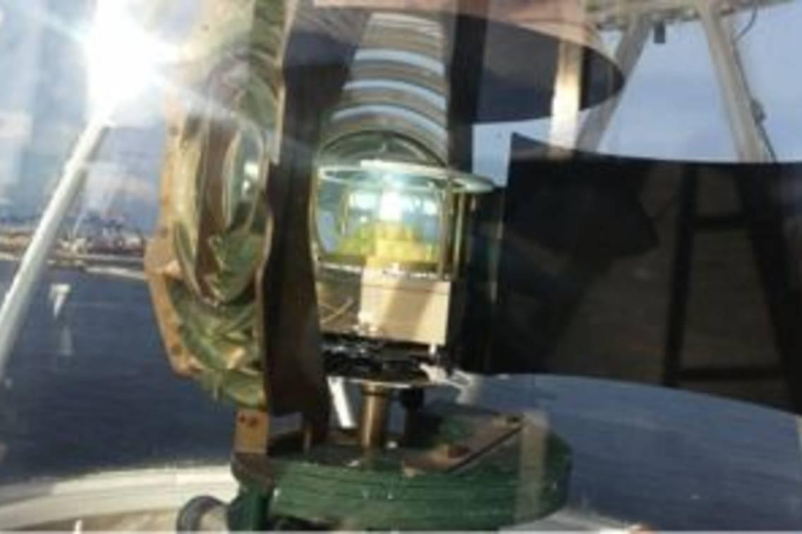A Napoli la prima accensione di un faro a LED