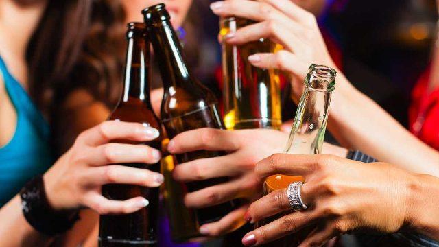 Adolescenti: in calo il consumo di alcol