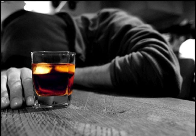 ALCOOL PARLA L'ISS: L'ITALIA BEVE MENO