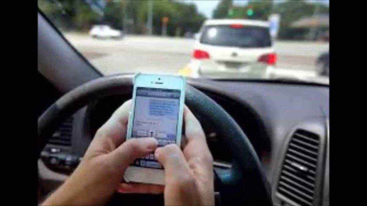 Allarme smartphone alla guida