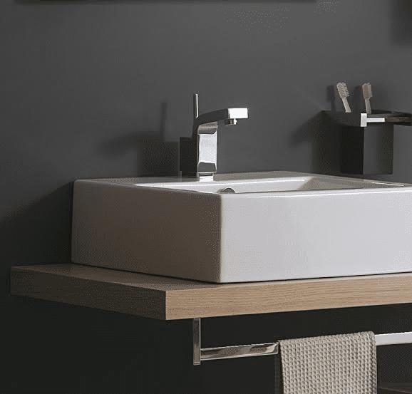 Arredamento: il bagno con mobili su misura