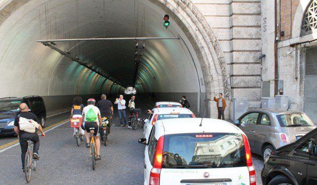 Biciclette contro macchine a motore
