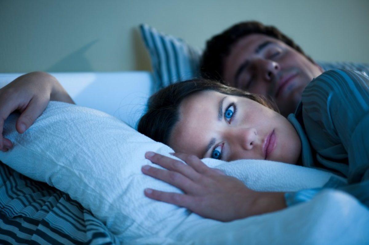 Cambiando letto si dorme male? La colpa è del cervello