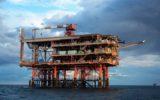Cento piattaforme petrolifere senza controllo