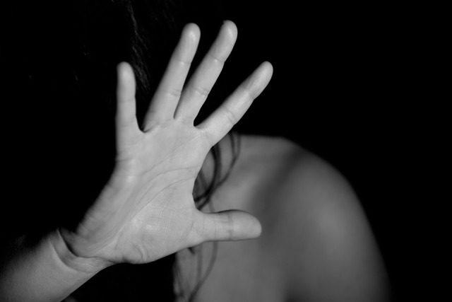 Chi assiste alla violenza sulle donne