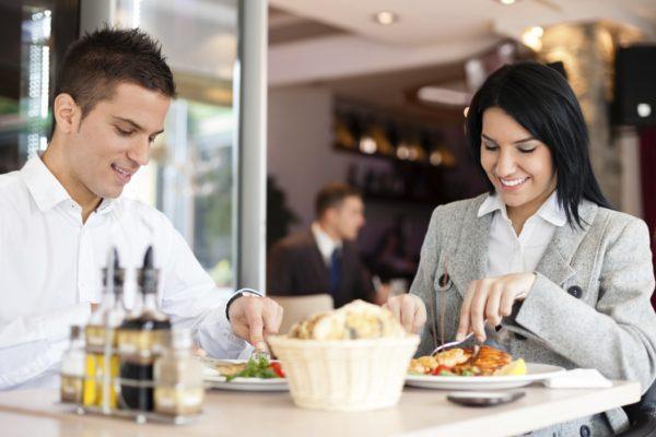 Cinque regole per ricaricarsi durante la pausa pranzo
