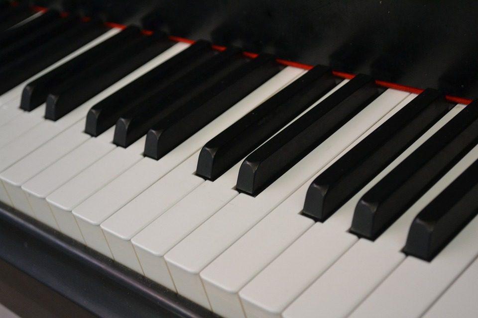 Concerto per pianoforte e fugaci apparizioni allegoriche
