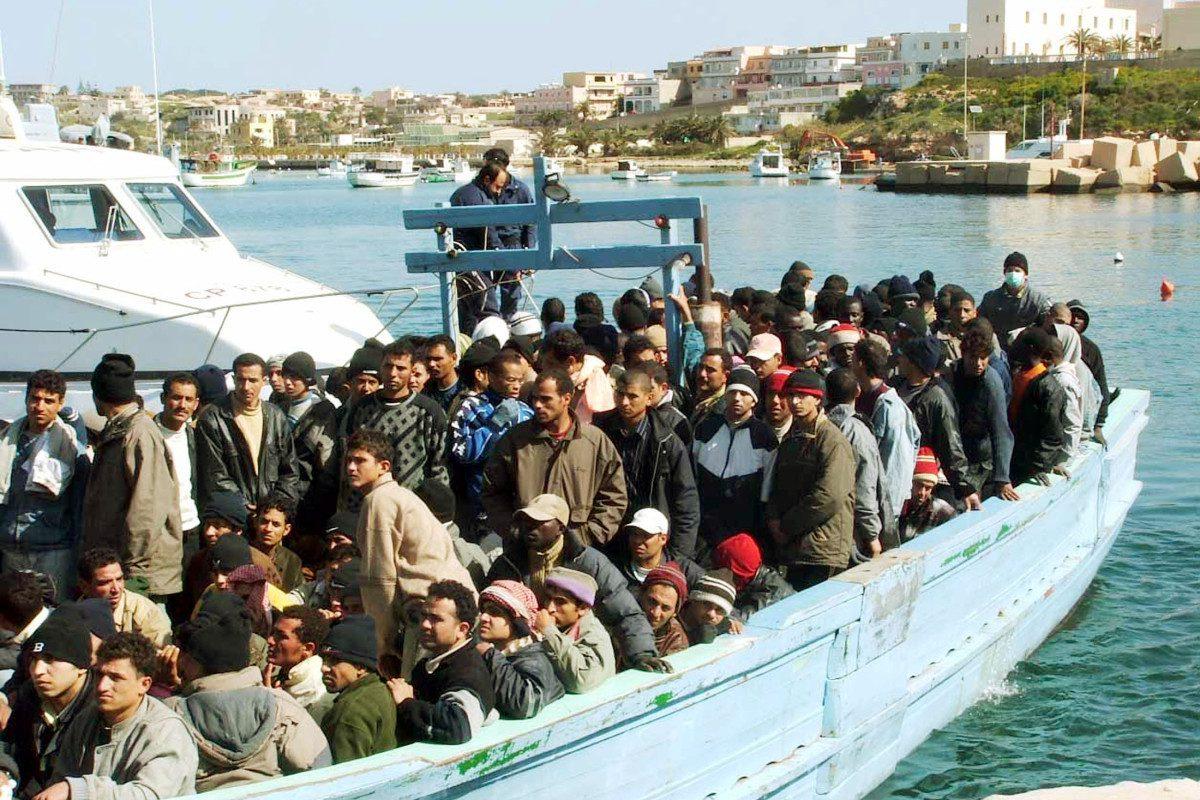 Console onorario francese speculava sui profughi in fuga