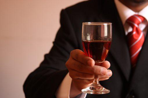 Consumi al minimo storico per il vino