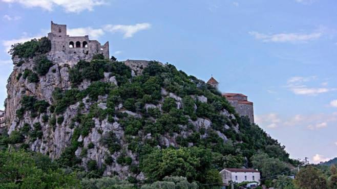 De Luca inaugura il borgo medievale di Quaglietta