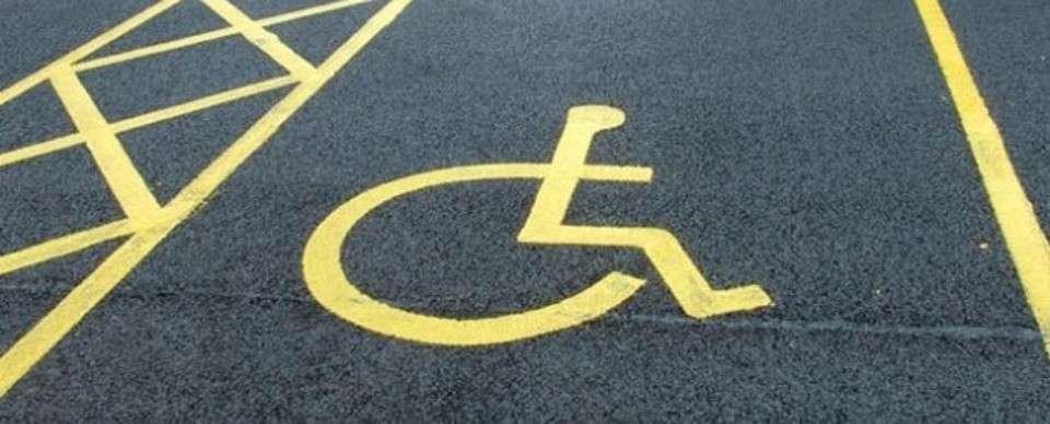 Diritti e disabilità: permesso di sosta alle persone autistiche