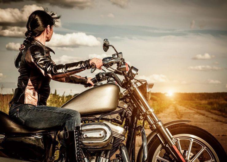 Donne motocicliste: felicità su due ruote