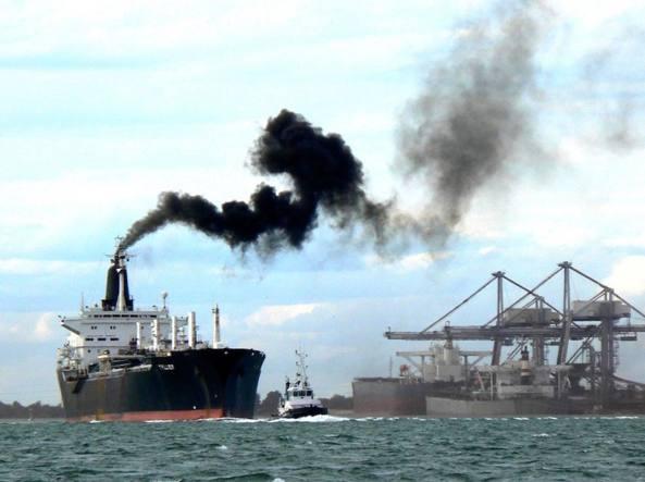 Emissioni di CO2 nel trasporto marittimo: l'UE revisiona le sue norme