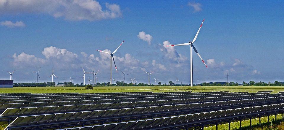 Energia: eolico e solare al massimo storico
