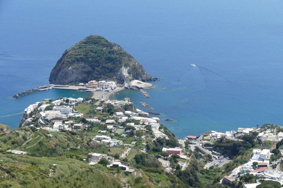 Estate 2019 - Isola d'Ischia conquista sempre più gli italiani