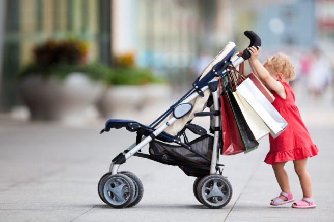 Fare shopping con i figli fa contenti i genitori