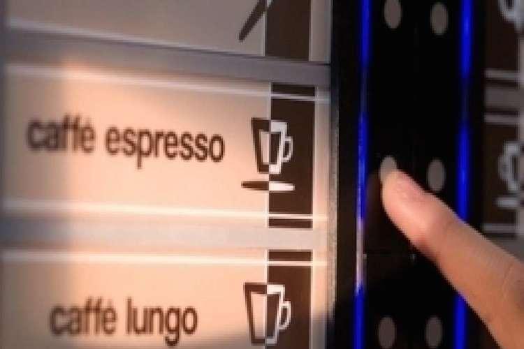 Gli italiani si confessano davanti al distributore automatico