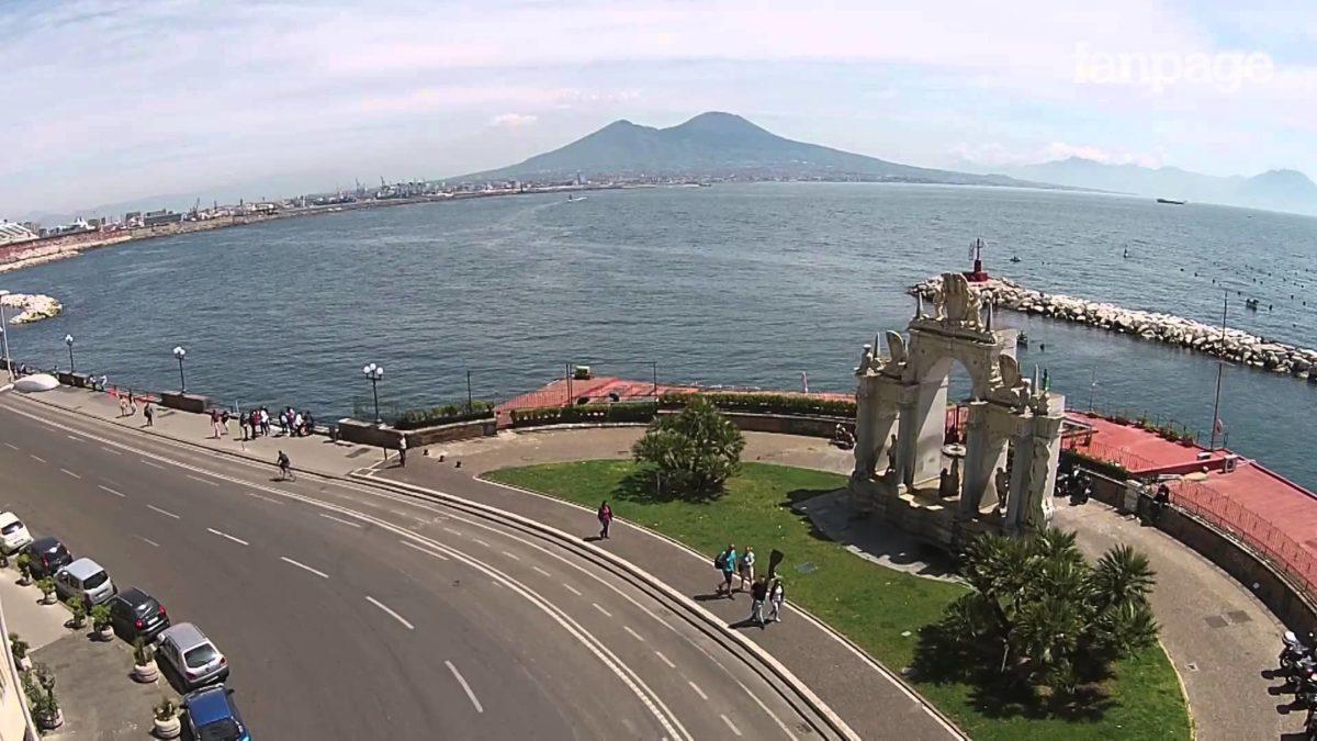 Il lungomare di Napoli diventa una palestra della salute
