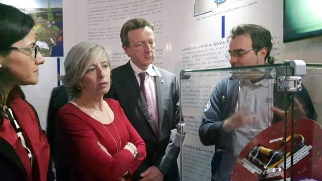 Il Ministro Giannini in visita al CIRA