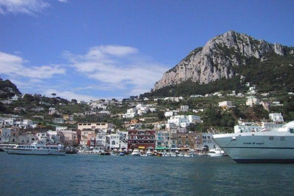 Individuare fondi per il porto di Capri