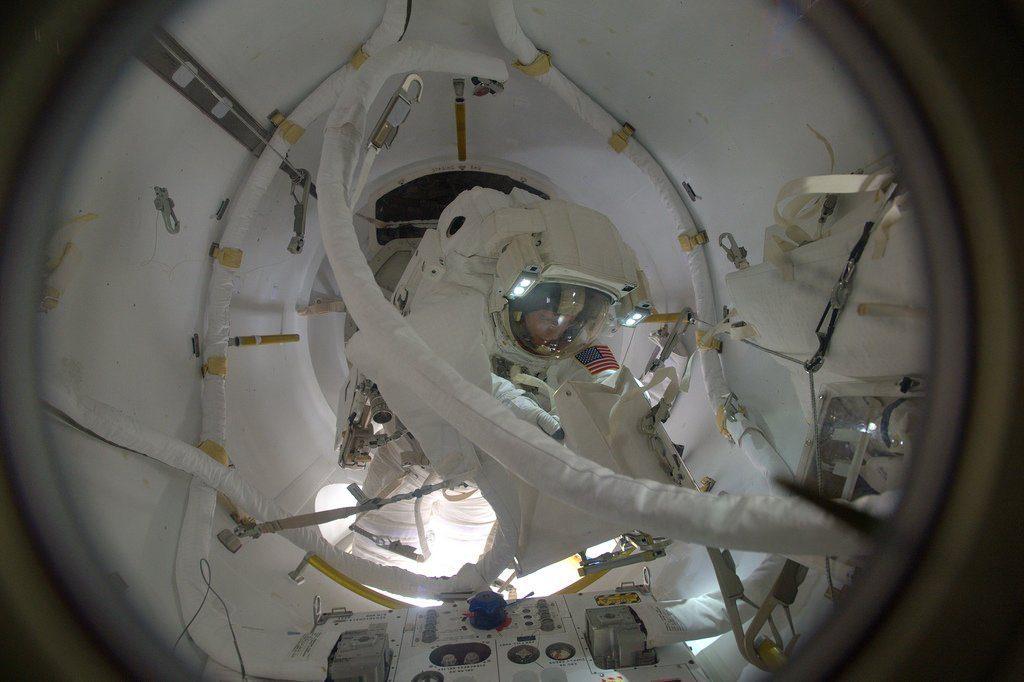 """ISS """"carica"""" al litio"""