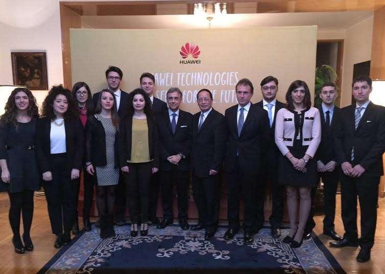 L'Ambasciatore riceve a Pechino gli studenti del progetto Talent Lab