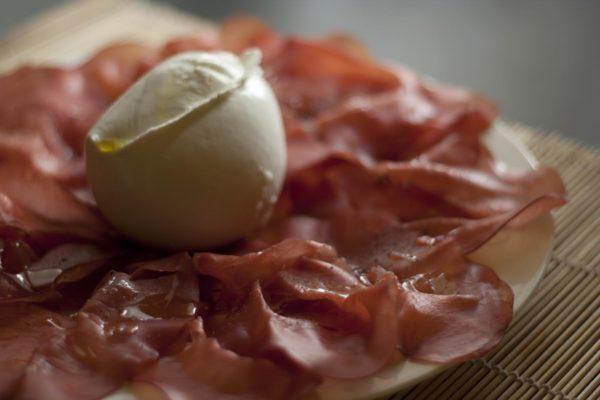 La bresaola della Valtellina conquista sempre di più la nostra cucina