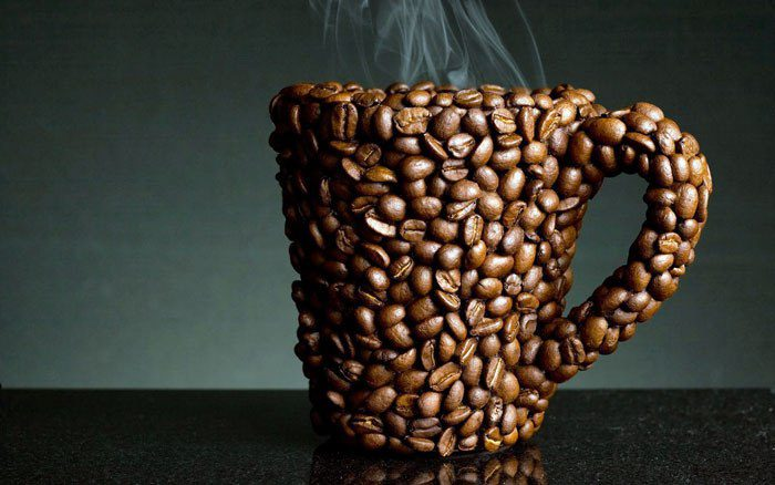 La caffeina aumenta il rischio di aborto spontaneo?