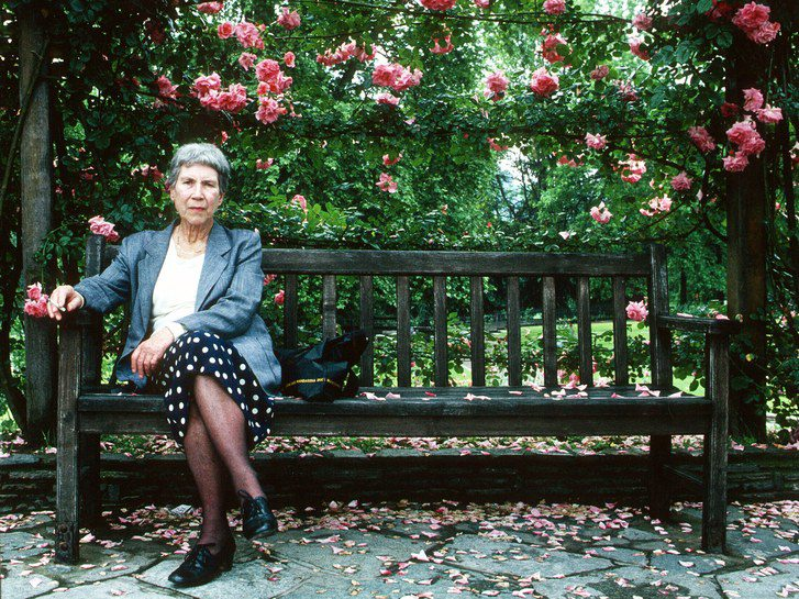"""La Corsara"": Sandra Petrignani racconta Natalia Ginzburg"