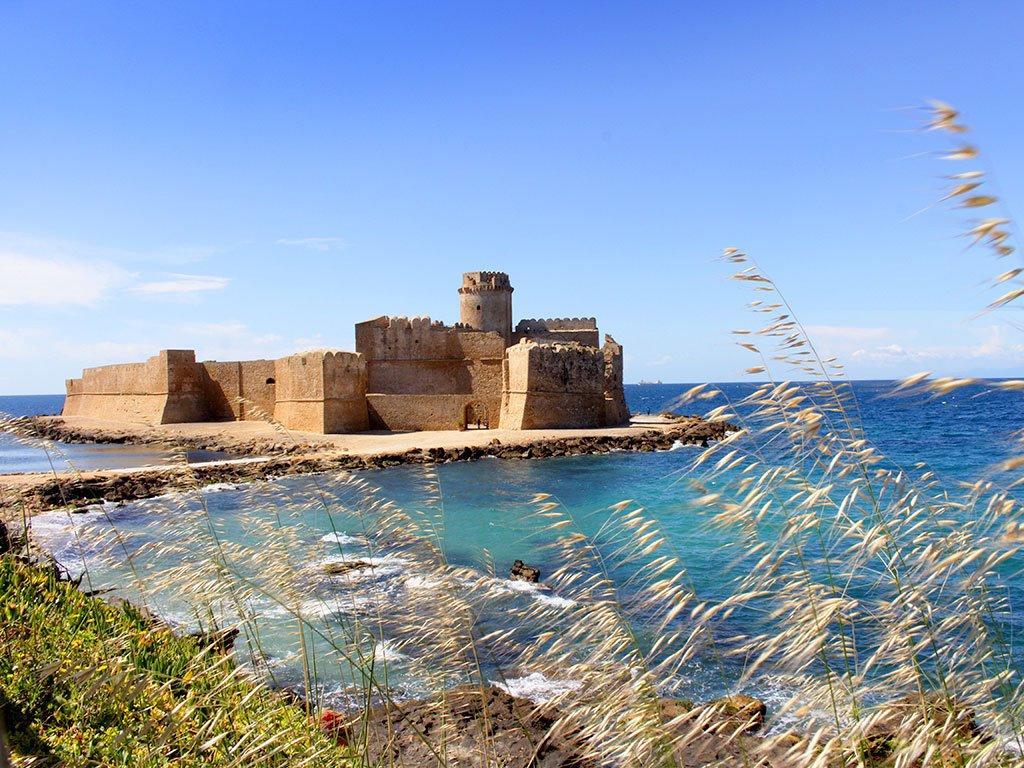 """La fortezza di """"Le Castella"""""""
