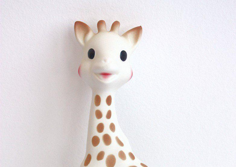 La Giraffa Sophie compie 55 anni e spopola ancora tra i bebè d'Italia