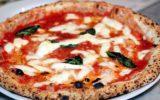 La pizza sospesa a Napoli