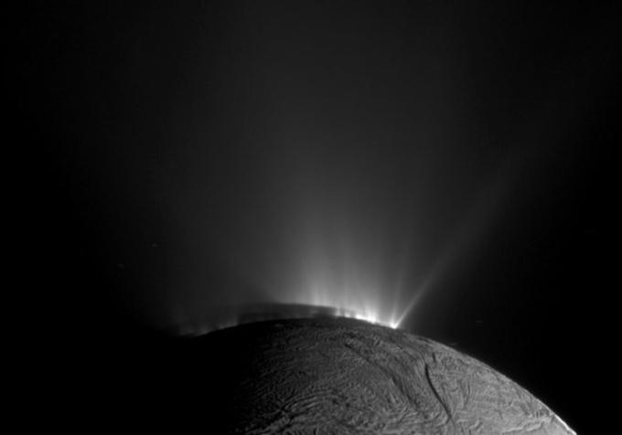 Le bolle organiche di Encelado