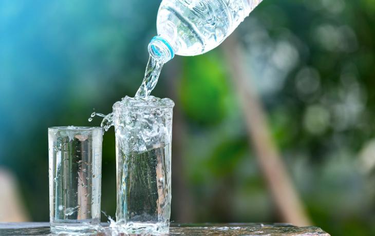 Le regole per garantire una corretta idratazione nei bambini