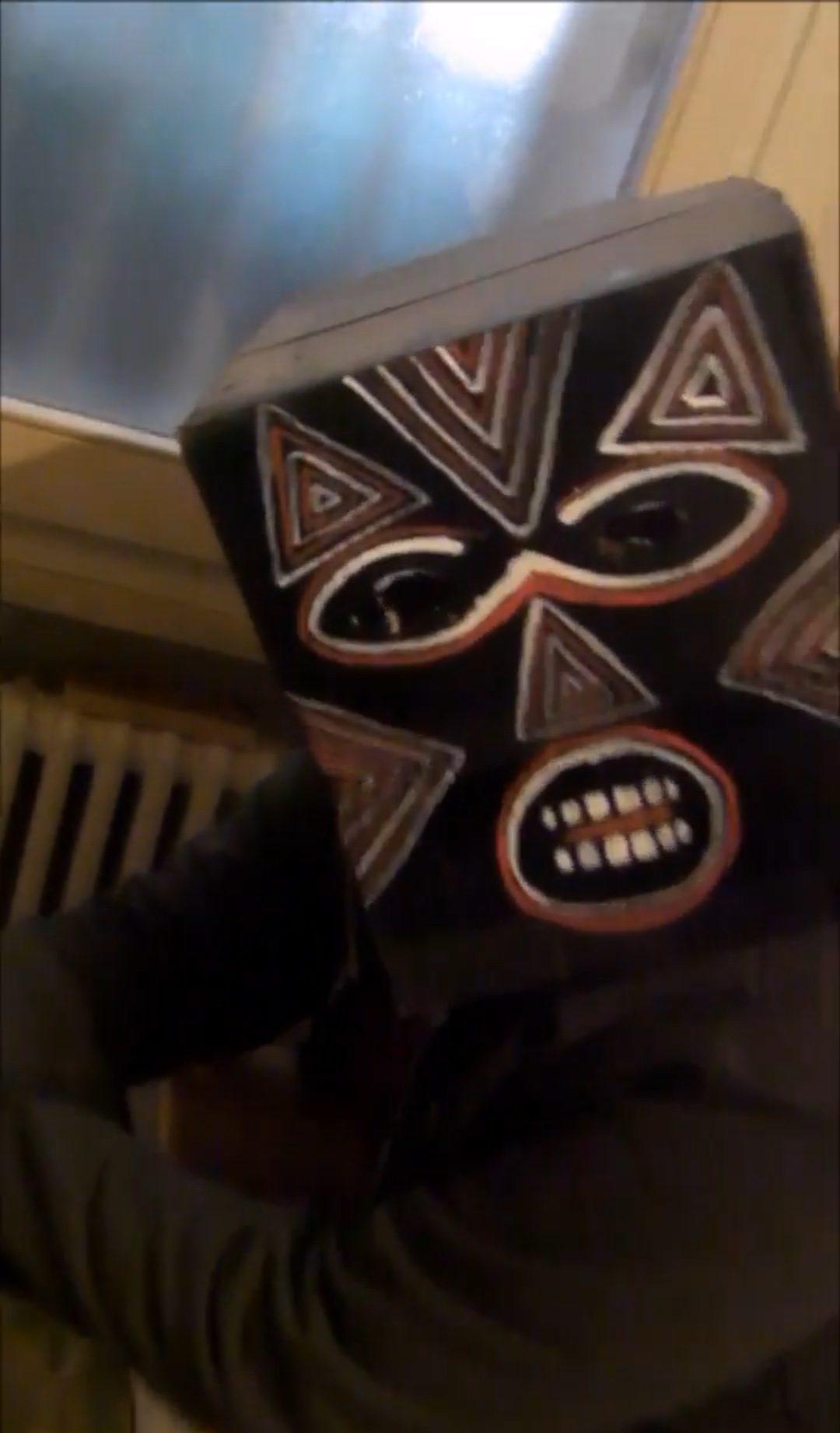Le rime paranormali del noise-rap di Makumbo