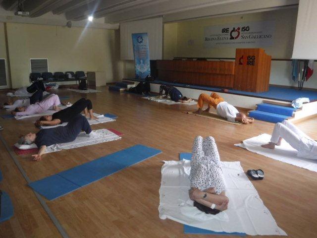 Lezioni di yoga per i pazienti del Regina Elena