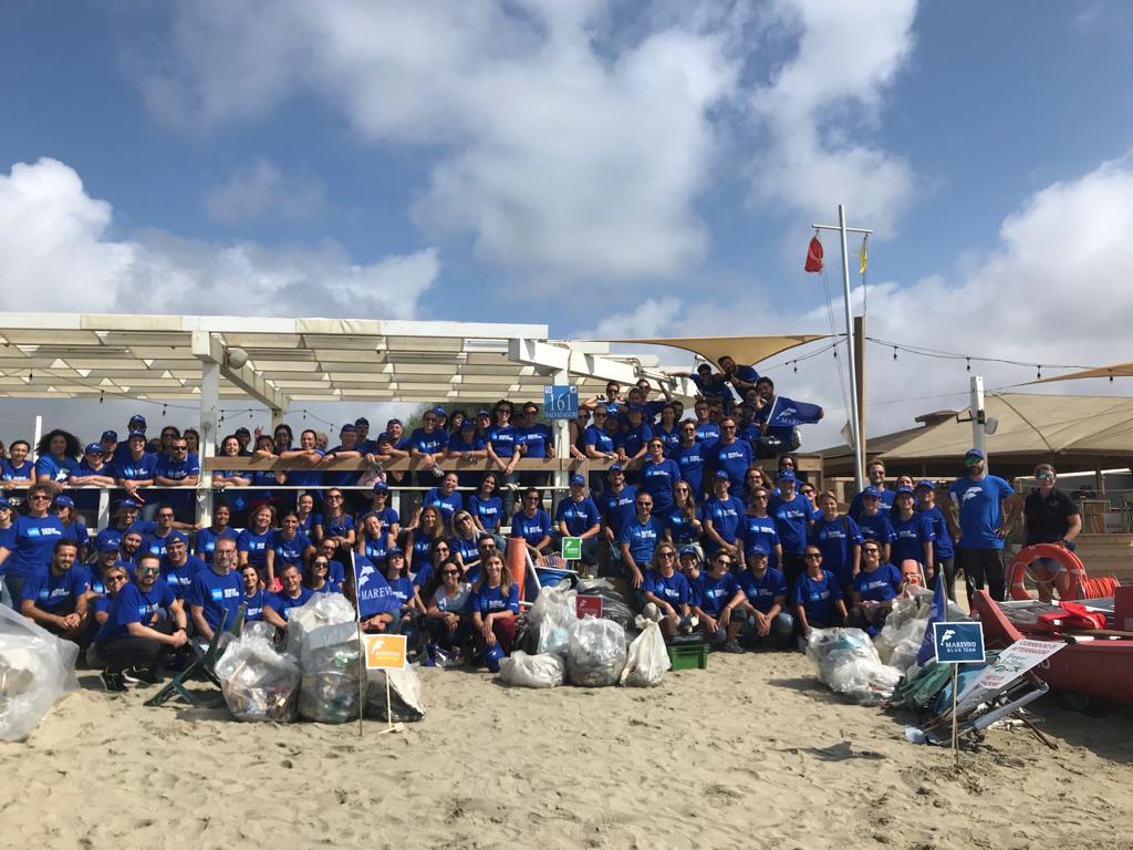 Marevivo e American Express ripuliscono la spiaggia di Ostia