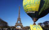 Mongolfiera di Greenpeace sulla Torre Eiffel