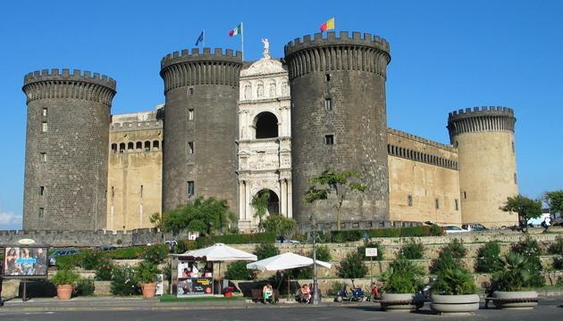 Napoli: il restauro di Castel Nuovo