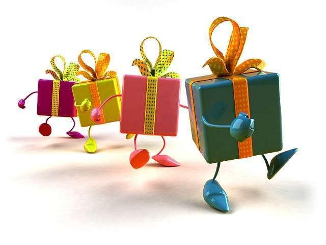 Natale: dai mercatini ad internet è iniziata la caccia al regalo giusto