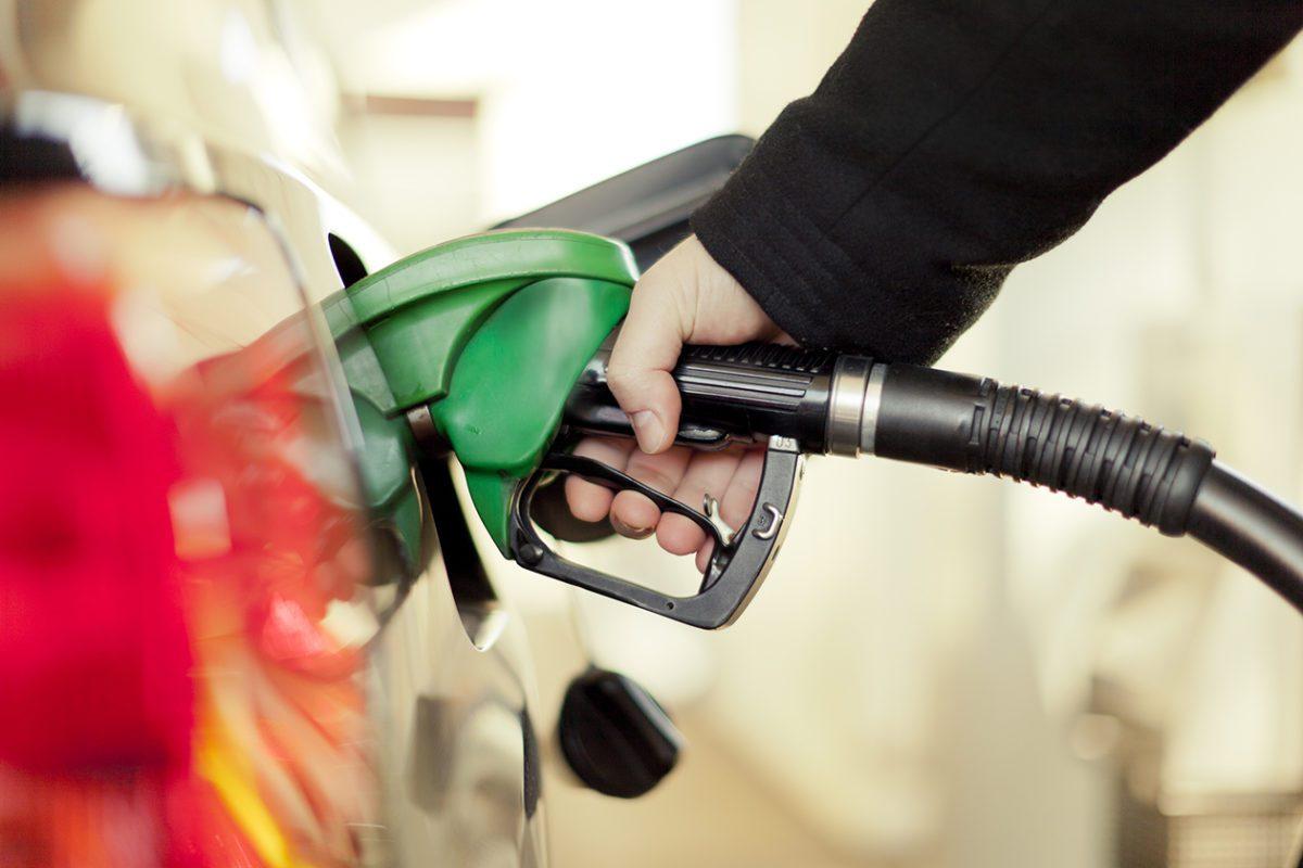 Non ci rassegneremo al caro carburanti