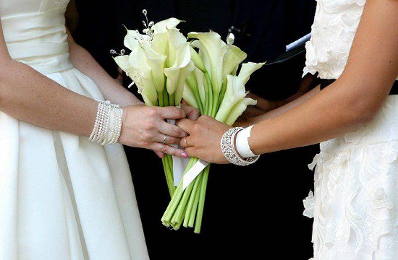 Nozze gay trascritte in Italia. La Corte d'Appello di Napoli accoglie il ricorso di due donne.