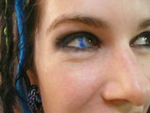 Nuova tendenza: tatuaggi agli occhi