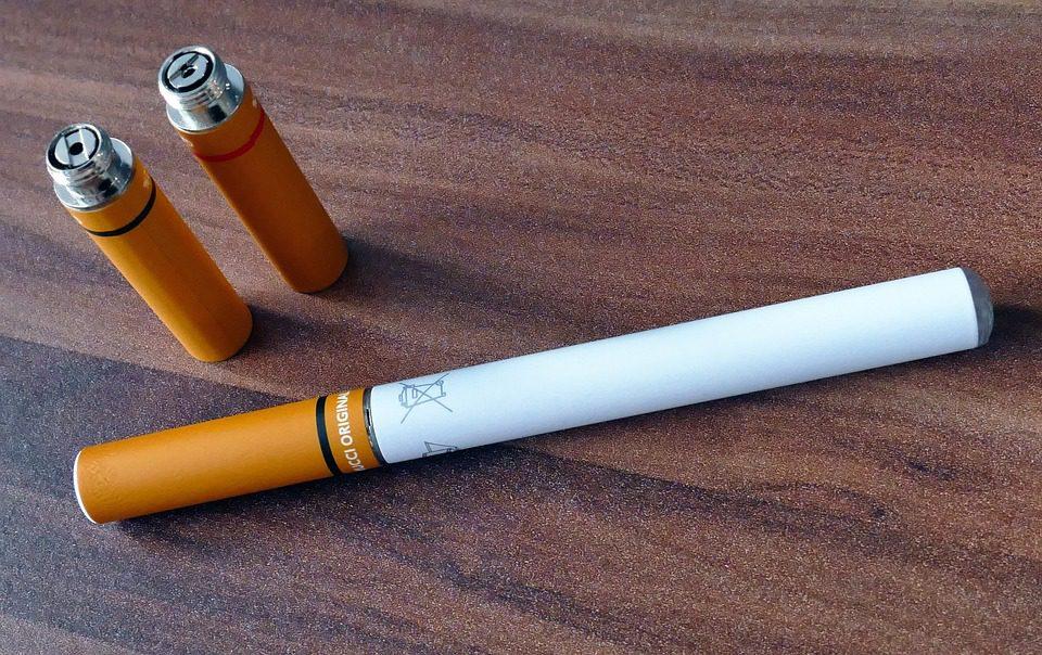 """Nuovi studi """"contro"""" la sigaretta elettronica"""