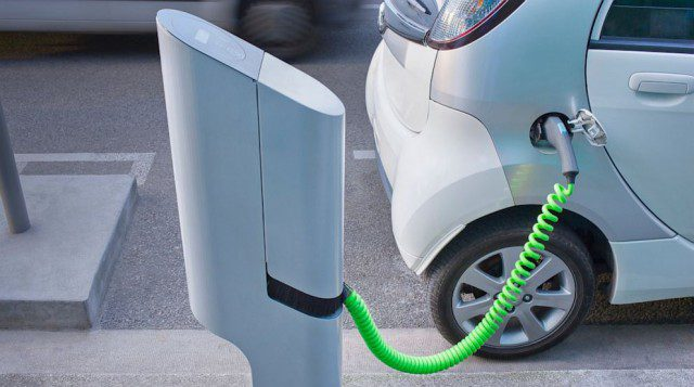 Olanda: dal 2025 addio alle auto a benzina