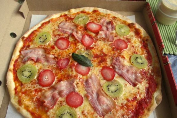 Pizza al kiwi: l'ultima innovazione o oltraggio al gusto?