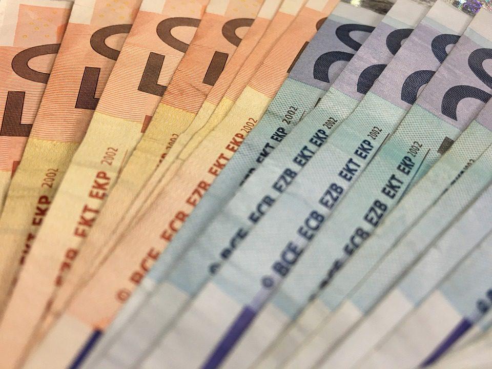 Prestiti: nel 2017 costano di meno