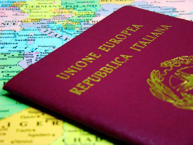 Ridare la cittadinanza agli italiani