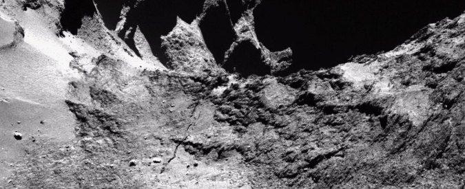 Rosetta: il collo stressato della cometa
